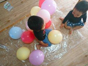 保育園 室内遊び 風船ベッド